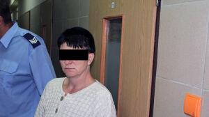 Matka pijana, 3-latka zrzuca doniczki z balkonu