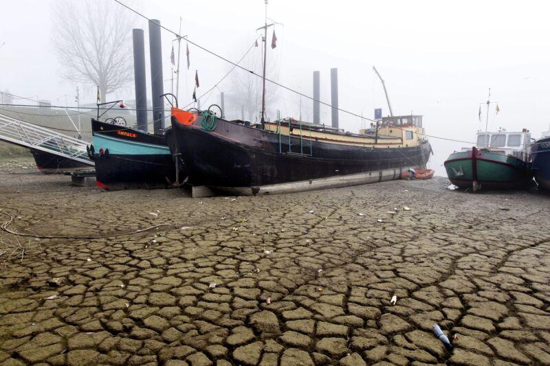 Spękana ziemia w Holandii (PAP/EPA)